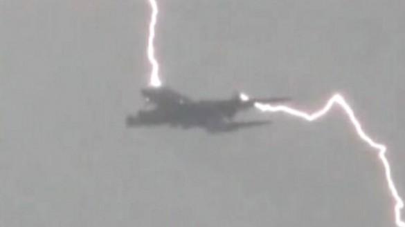 Munja udara avion u letu
