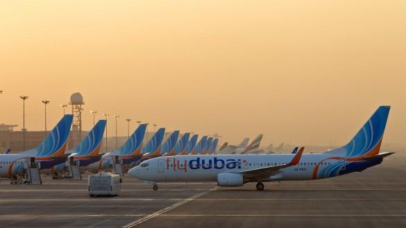 Avioni avio kompanije FlyDubai na aerodromu