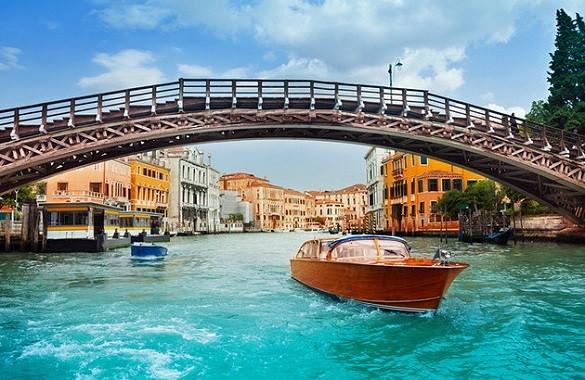 Friday Blog Najfotografisanija mesta na svetu Venecija Akademijin most