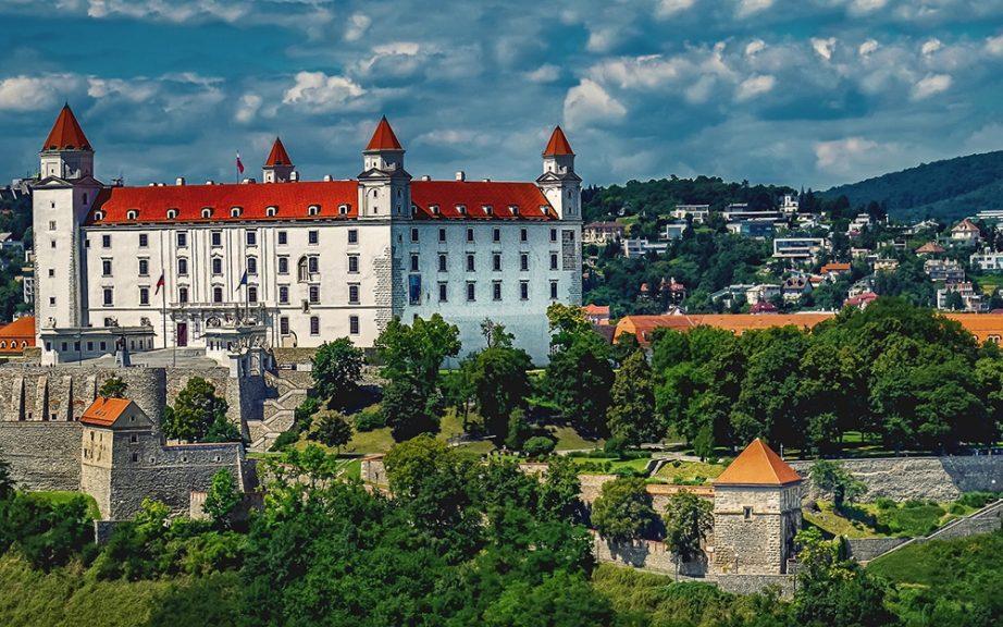 Nis Bratislava avio karte