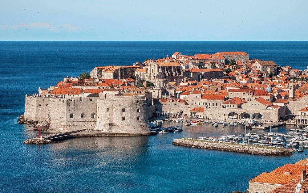 VLM Airlines nove linije Maribor Split Dubrovnik avgust 2017